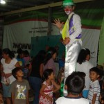 Clowns and carnival games attracted a crown to the youth and family festival at Vida Abundante.